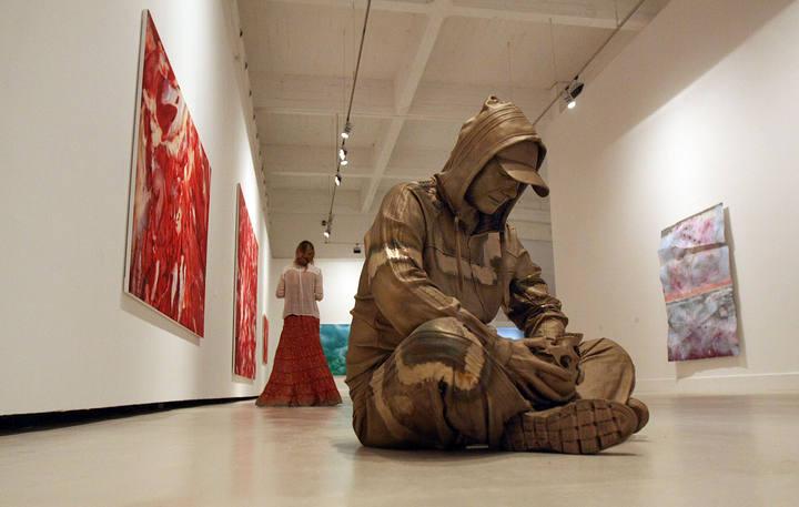 """Primera gran exposición individual en un museo español de Marc Quinn """"Violence and Serenity"""", una muestra en la que se podrá ver medio centenar de trabajos del artista británico realizados en su gran mayoría durante los últimos años, además de algunas obras realizadas expresamente para la exposición en el Centro de Arte Contemporáneo de Málaga estará abierta hasta el 30 de Noviembre."""