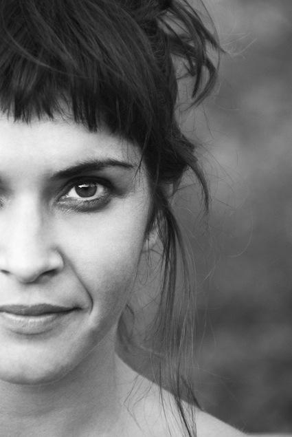 """Janet Novás trae a Sevilla """"Who will save me today?"""". Una obra de teatro y danza contemporánea que tendrá lugar el 15 y 16 de Noviembre en """"La Fundición""""."""