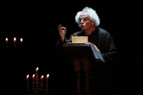 """Rafael Álvarez, """"El Brujo"""", va a un paso más allá en su revisión a los clásicos, atreviéndose, nada menos, que con La Odisea, el épico poema griego atribuido a Homero. El monólogo tendrá lugar en el nuevo teatro Infanta Leonor de Jaén a las 21h."""