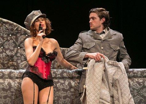 """En CÁDIZ, tenemos la comedia """"LO QUE VIO EL MAYORDOMO"""",  una divertida obra de teatro que gira en torno al despacho de la clínica del DOCTOR PRENTICE, un psiquiatra decidido a seducir a su atractiva secretaria, GERALDINE BARCLAY. Una obra de teatro que mezcla la crítica social y la comedia y de la que podréis disfrutar mañana 19 de diciembre, en el Real Teatro de las Cortes a las 20,30h."""