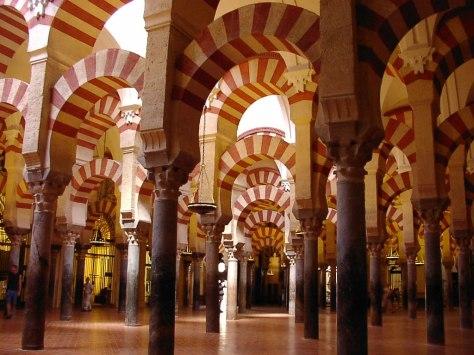 La Visita Nocturna a la Catedral de Córdoba, antigua Mezquita, consiste en la creación de una nueva y sorprendente forma de conocer el Templo a través de la utilización de tecnología avanzada de iluminación, sonido y proyecciones. Es una exposición permanente que se adapta a cualquier horario.