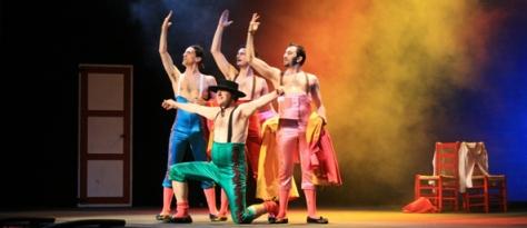 En ALMERÍA, la compañía Yllana reestrena y actualiza su primer espectáculo ¡MUU! para celebrar sus veinte años sobre los escenarios. Una sátira del mundo taurino que se celebrará mañana 12 de diciembre en el Auditorio Municipal Maestro Padilla a las 21,30h.