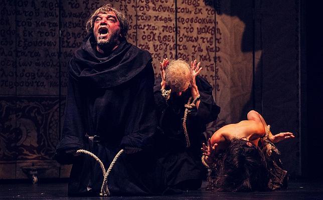 """Nos vamos de teatro en CÓRDOBA, donde el sábado 13 nos encontramos con """"El nombre de la rosa"""" en el Gran teatro a las 20,30h de la tarde. Una fascinante obra de intriga en la que un fray y su alumno tratarán de descubrir el misterio que se esconde tras una serie de muertes ocurridas en una abadía benedictina."""