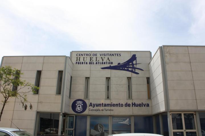 """En HUELVA, encontramos la exposición fotográfica, """"HUELVA A TRAVÉS DE LA FOTOGRAFÍA"""", que será inaugurada el viernes 19 de diciembre a las 19h de la tarde, con entrada gratuita, en la Sala de Exposiciones del Centro de Visitantes """"Huelva Puerta ÁTLANTICO"""". En ella podremos encontrar todas las imágenes premiadas de la provincia en 2014."""