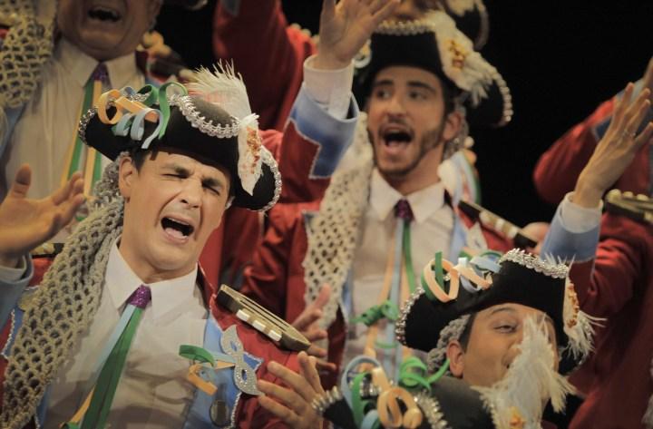 """En CÁDIZ, se acercan los carnavales y, por ello, del dieciséis al 23 de enero, podréis disfrutar de las SESIONES PRELIMINARES DEL CARNAVAL DE CÁDIZ 2015, en el Auditorio Manuel de Falla, a las 21,00h. El coro """"La banda callejera"""" será el encargado de dar el pistoletazo de salida a este evento."""