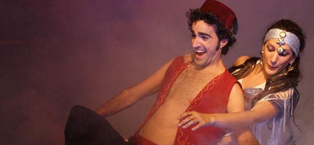 """Para los más pequeños de la casa, en el Gran Teatro de CÓRDOBA, nos encontramos con """"ALADÍN, UN MUSICAL GENIAL"""" un espectáculo basado en la historia del popular cuento ambientado en Arabia, """"Aladino y la lámpara maravillosa"""". Si os apetece trasladaros a las mil y una noches no os lo podéis perder, el día 17 de enero a las 20,00h y el domingo 18 a las 12,00h o a las 17,30h."""