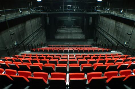 """En GRANADA, nos encontramos con la obra de teatro '…Y los sueños, sueños son' de la compañía 'La Perrera' , que es una adaptación de la película 'En lo más crudo del crudo invierno'. Con una trama principal que gira alrededor del montaje de todo un clásico de la literatura española como 'La vida es Sueño' de Calderón de la Barca. Esta obra de teatro,""""Y los sueños, sueños son"""" se representará el viernes 16 de enero a las 21,00h en el Teatro Caja Granada."""