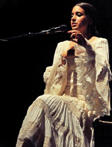 En HUELVA, tenemos el concierto de la joven cataora, BEATRIZ ROMERO el sábado 14 de febrero
