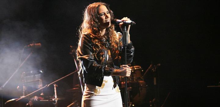 También en Cádiz, para finalizar el día, tendrá lugar el espectáculo musical de India Martinez a las 23.00h, en la plaza de San Antonio.