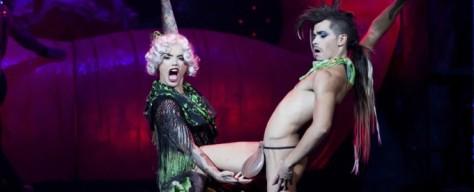 En ALMERÍA tendremos la ocasión de disfrutar del CLUB-TEATRO-CABARET, THE HOLE. Desde el día 4 de febrero hasta el 15 de febrero, en varias sesiones entre las ocho y las diez y media de la noche, de miércoles a domingo. The Hole, es un espectáculo fruto de la colaboración entre YLLANA, LETSGO Y PACO LEÓN, en el que mostraran un show fresco y descarado, mezcla de cabaret, teatro, circo, música y humor. Poniendo patas arriba las noches de más de una ciudad, no se lo pierdan y adquieran sus entradas en theholeshow.com