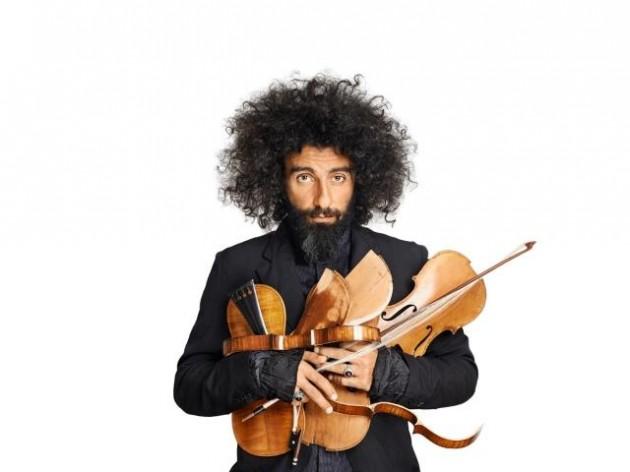 Este sábado no te puedes perder el concierto de Ara Malikian en Sevilla. Dentro del calendario de Fibes, el palacio de Exposiciones y Congresos acoge al violinista, que celebra con esta gira sus quince años viviendo en España.