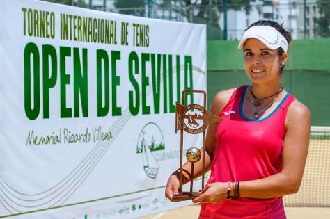 María José Luque tenis.jpg